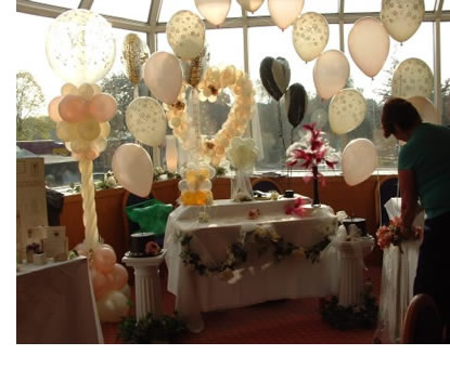 Balloon Decorations on Balloon Decoration Services    Available For Events And Parties Across